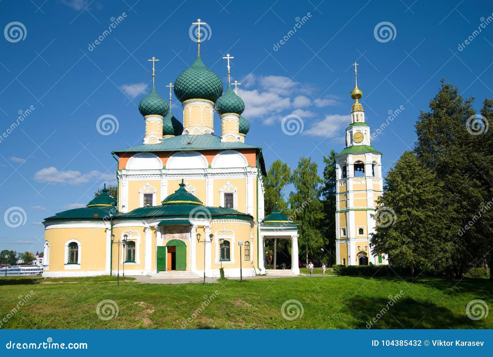 De Transfiguratiekathedraal op een zonnige Augustus-dag Uglich, de Gouden Ring van Rusland