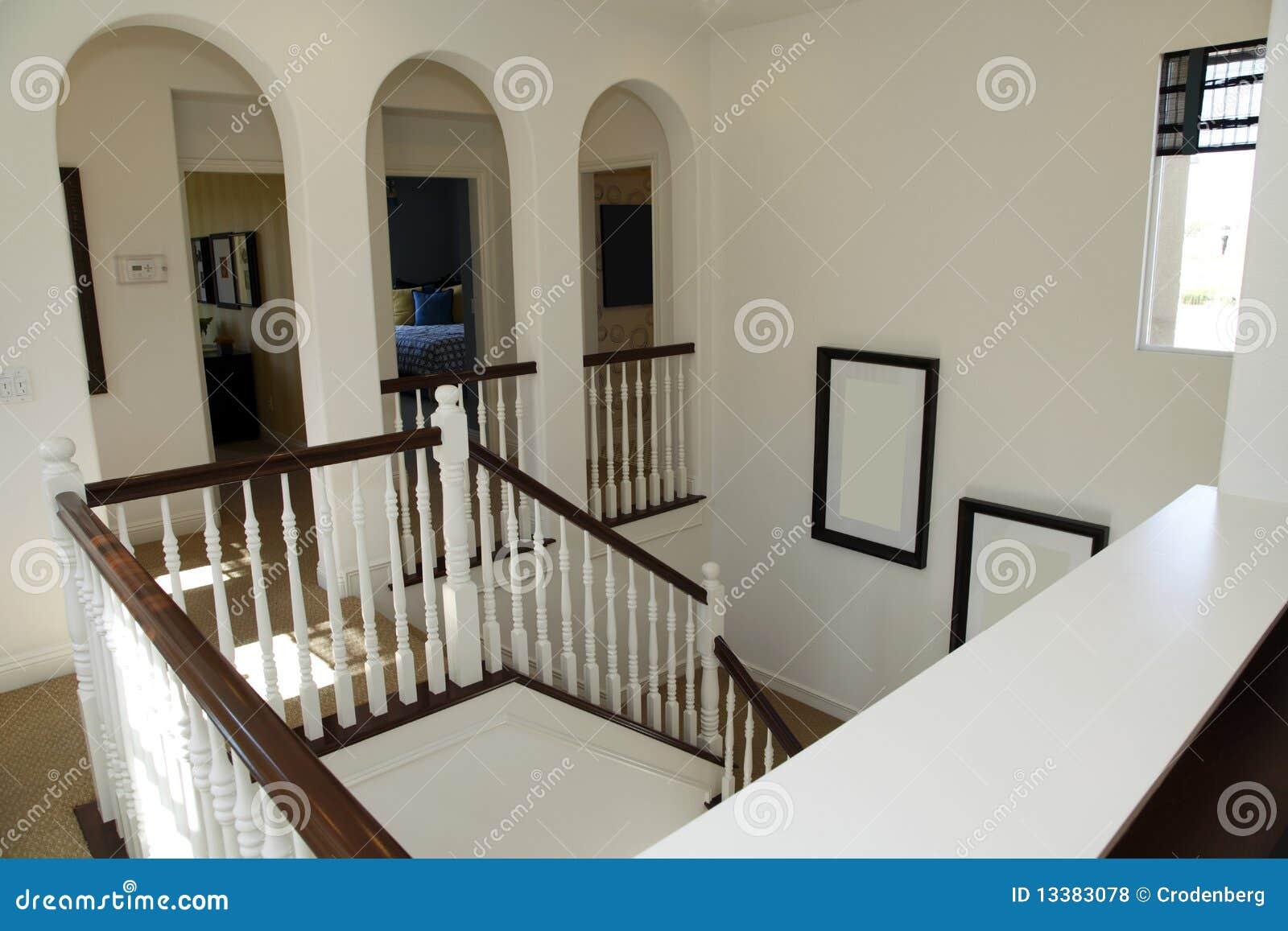 De trap van het herenhuis royalty vrije stock foto 39 s afbeelding 13383078 - Gang met trap ...