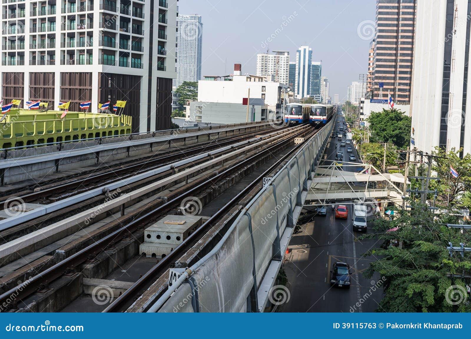 De trein van de hemel in Bangkok