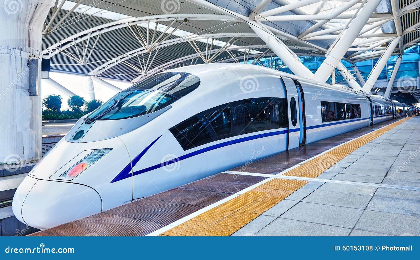 De trein van de hoge snelheid in China