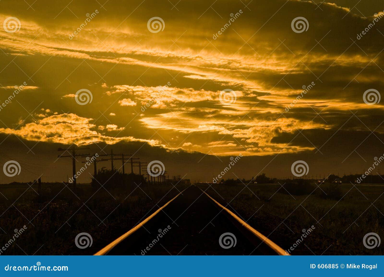 De treinsporen van de zonsondergang