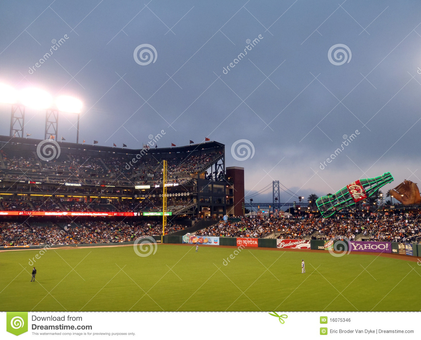 De tribune van Outfielders van de ontduiker tussen spelen