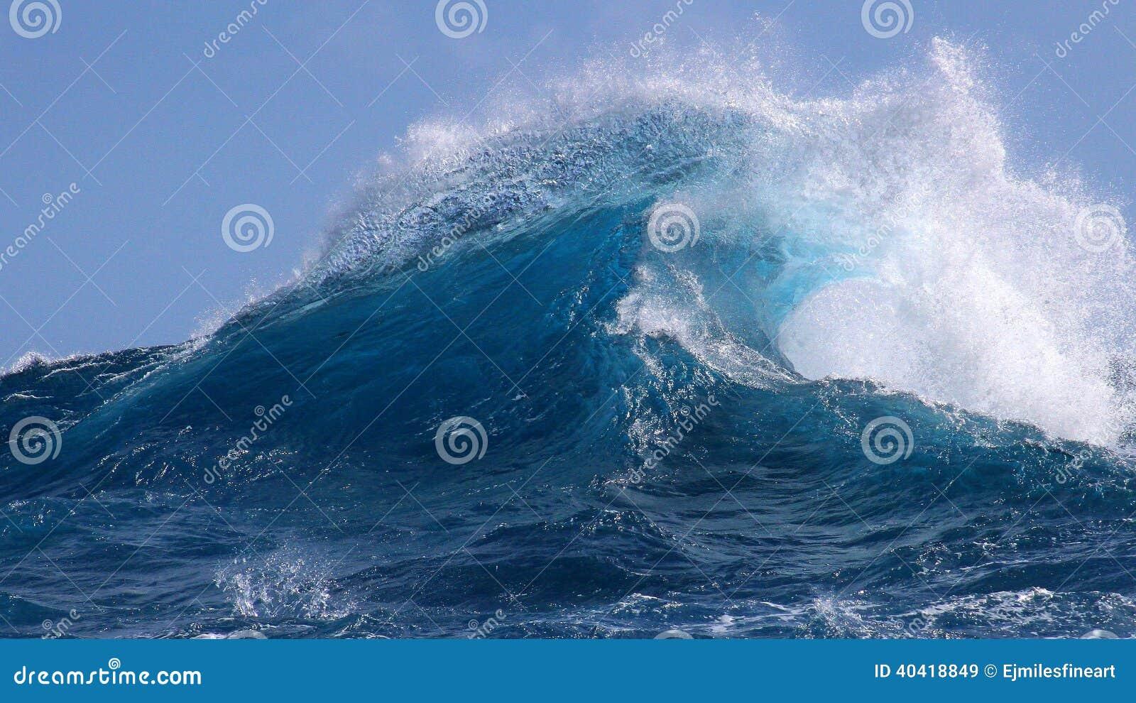 De tropische blauwe oceaangolven van Hawaï