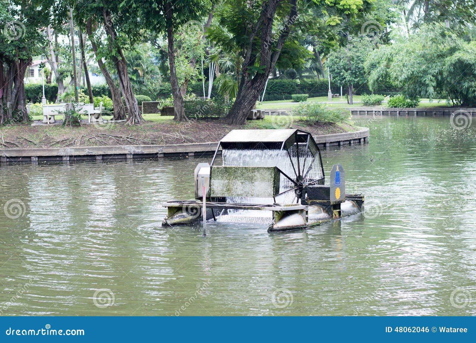De turbine van het water