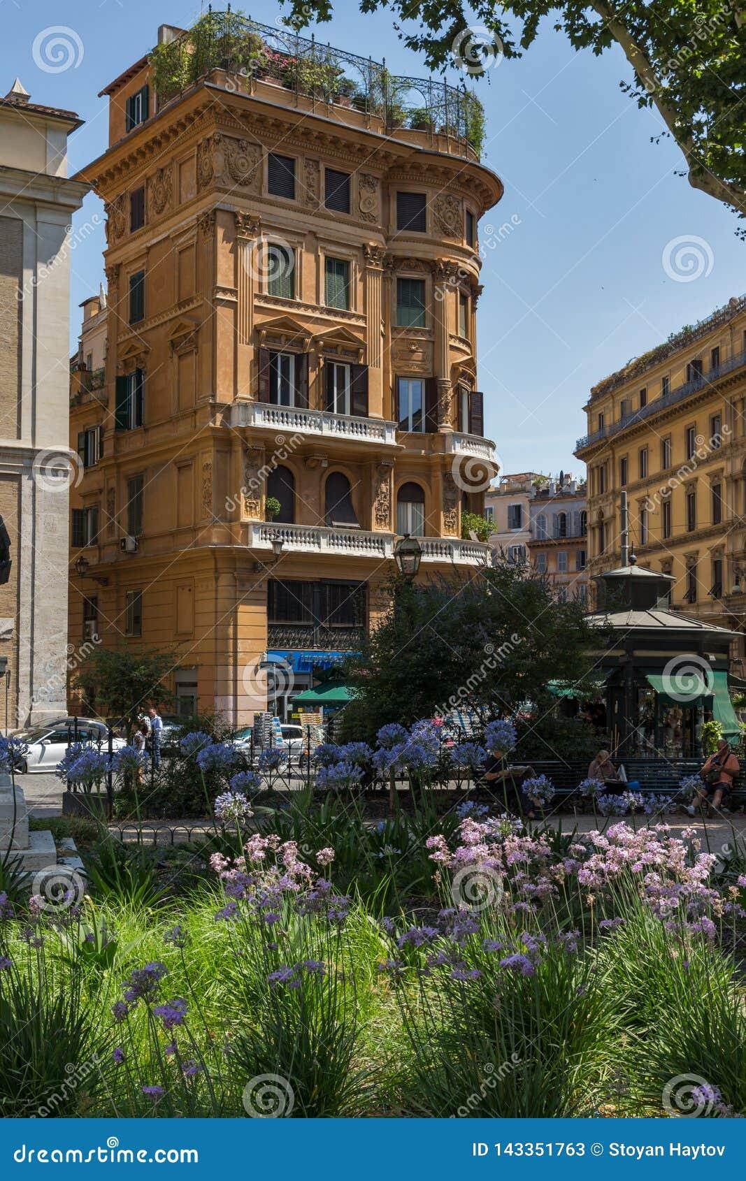 De typische bouw en tuin in stad van Rome, Itali?