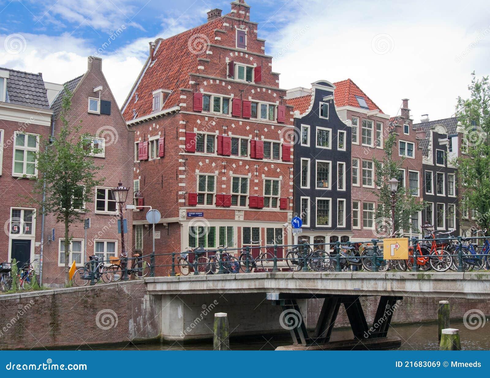De typische huizen van amsterdam nederland royalty vrije stock afbeeldingen afbeelding 21683069 - Huizen van de wereldbank ...