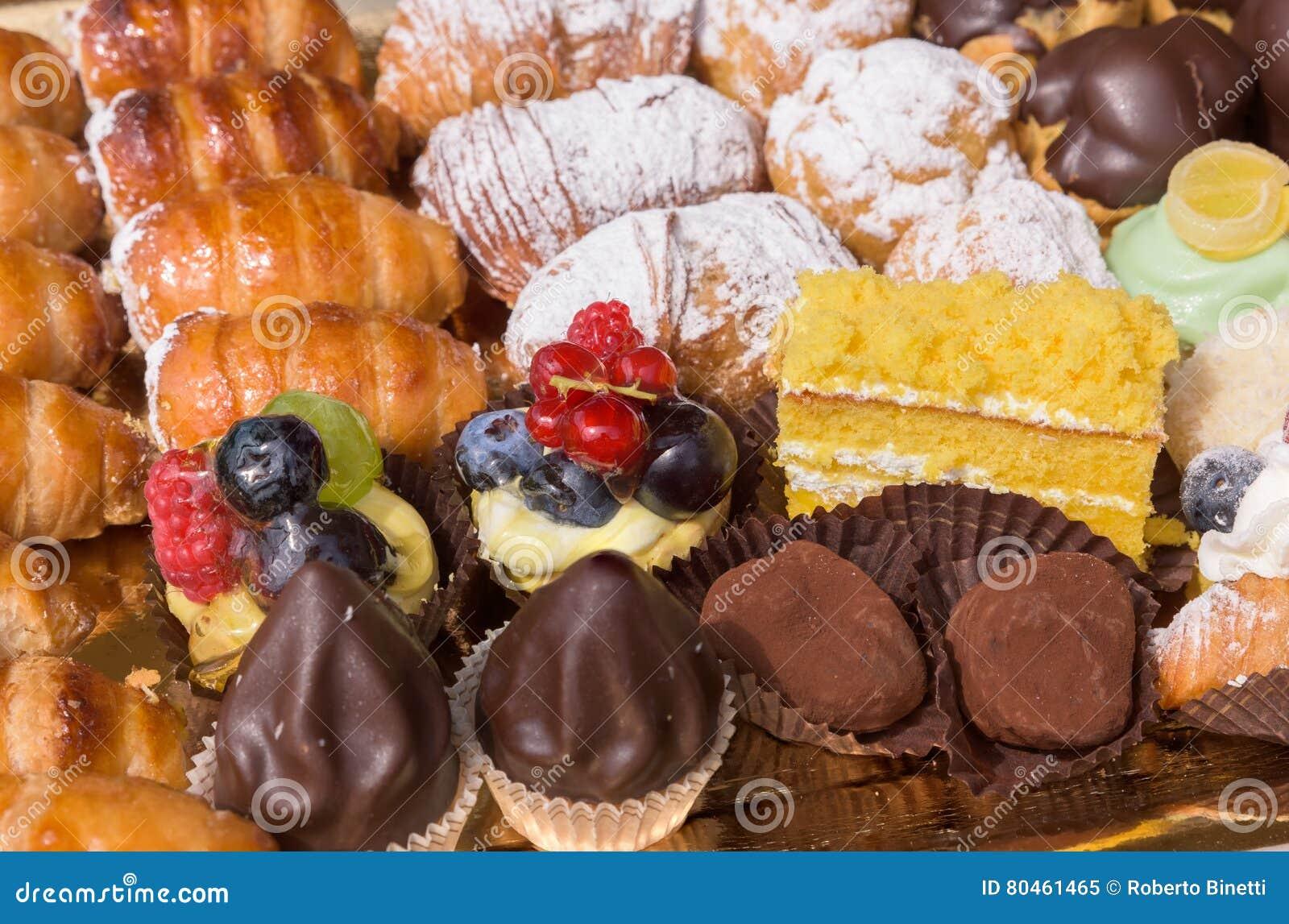 De typische Italiaanse gebakjes sluiten omhoog