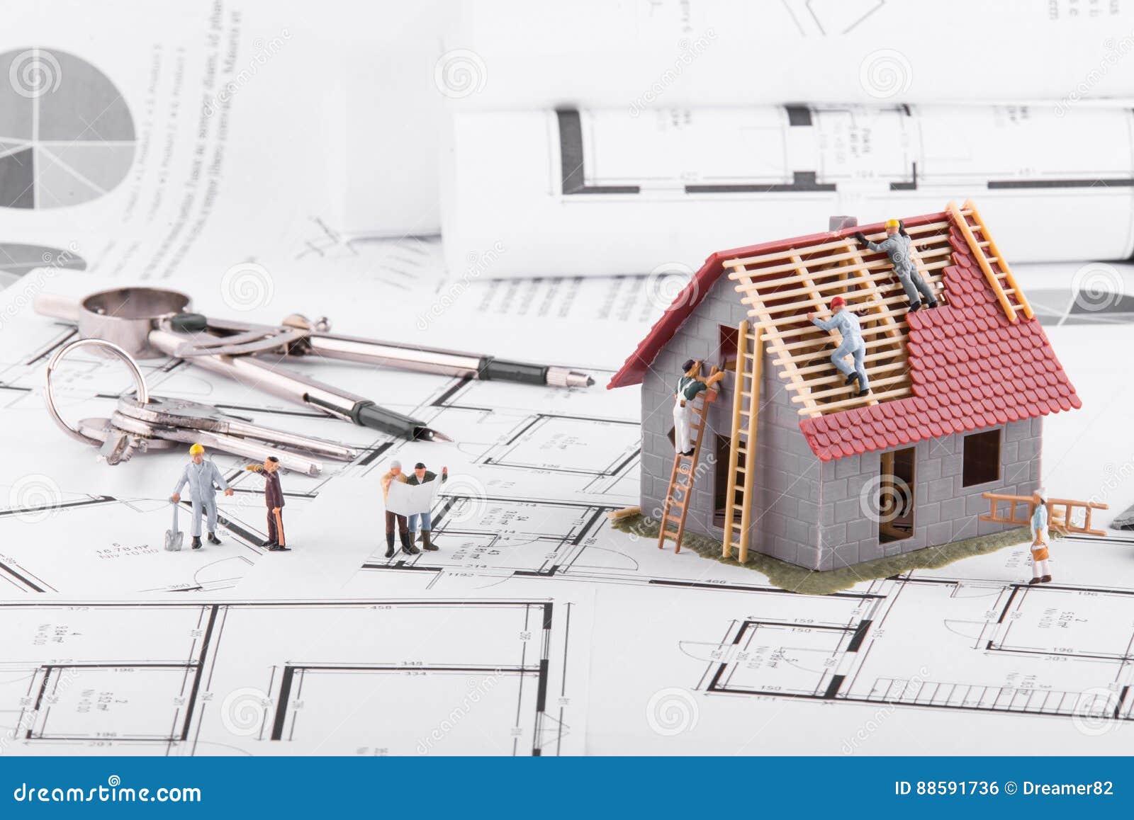 De uiterst kleine mensen bouwen huizen voor architecturale for Kleine huizen bouwen