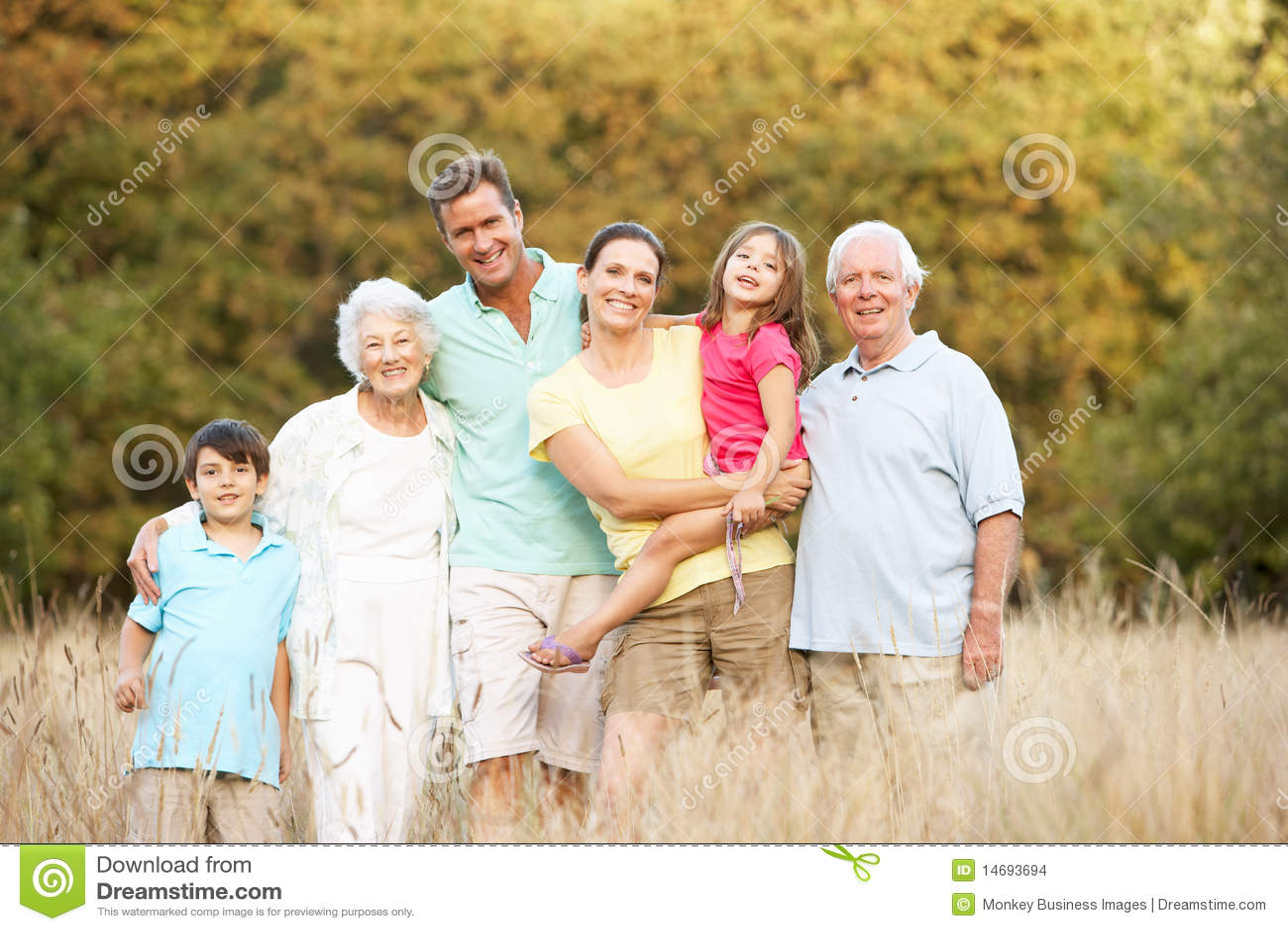 De uitgebreide Groep van de Familie in Park