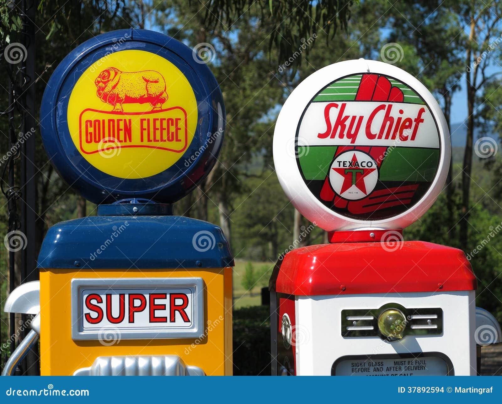 De uitstekende emblemen van het benzinepompbedrijf