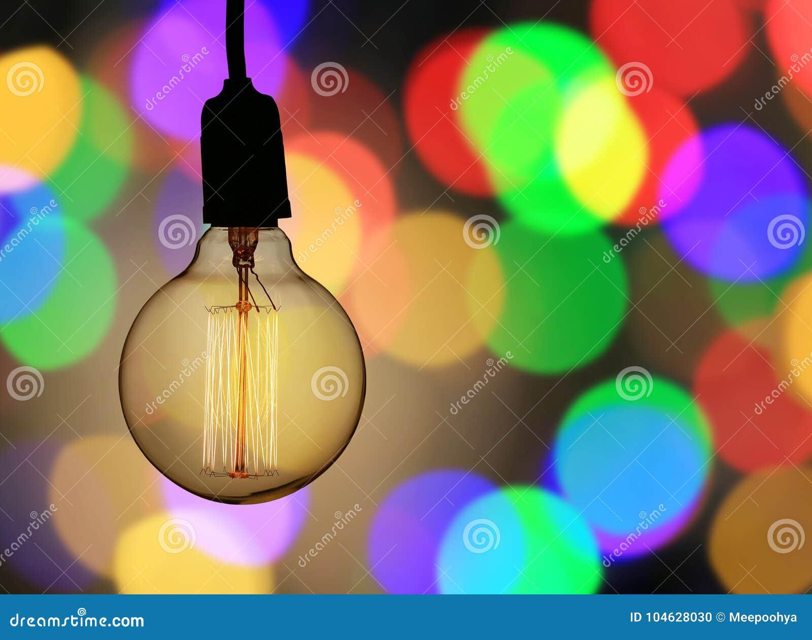 Download De Uitstekende Lamp Of De Moderne Gloeilamp Hangt Op Plafond In Bokeh Backg Stock Foto - Afbeelding bestaande uit art, inrichtingen: 104628030