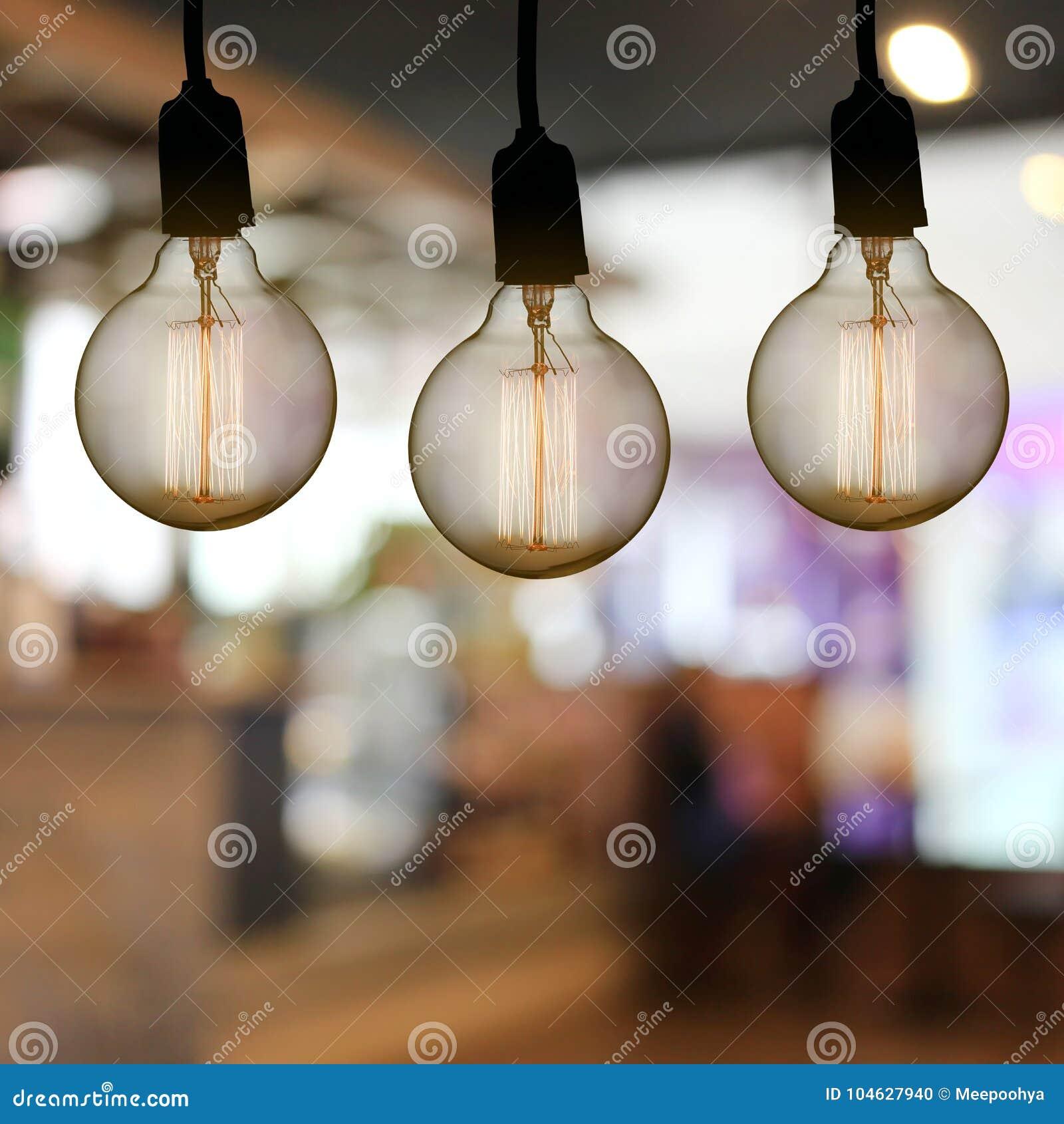 Download De Uitstekende Lamp Of De Moderne Gloeilamp Hangt Op Plafond In Restaur Stock Foto - Afbeelding bestaande uit ontwerp, koffie: 104627940