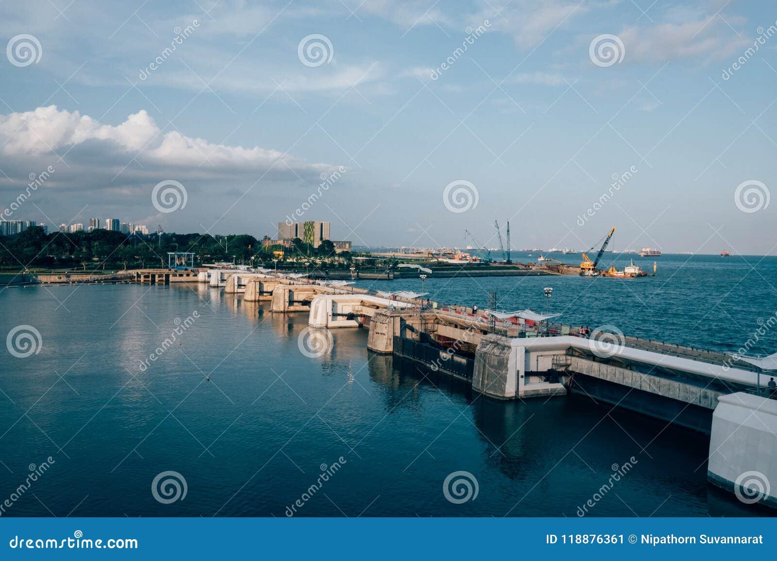 De uitstekende mening van de Stijlbaai van de havenstad van Singapore