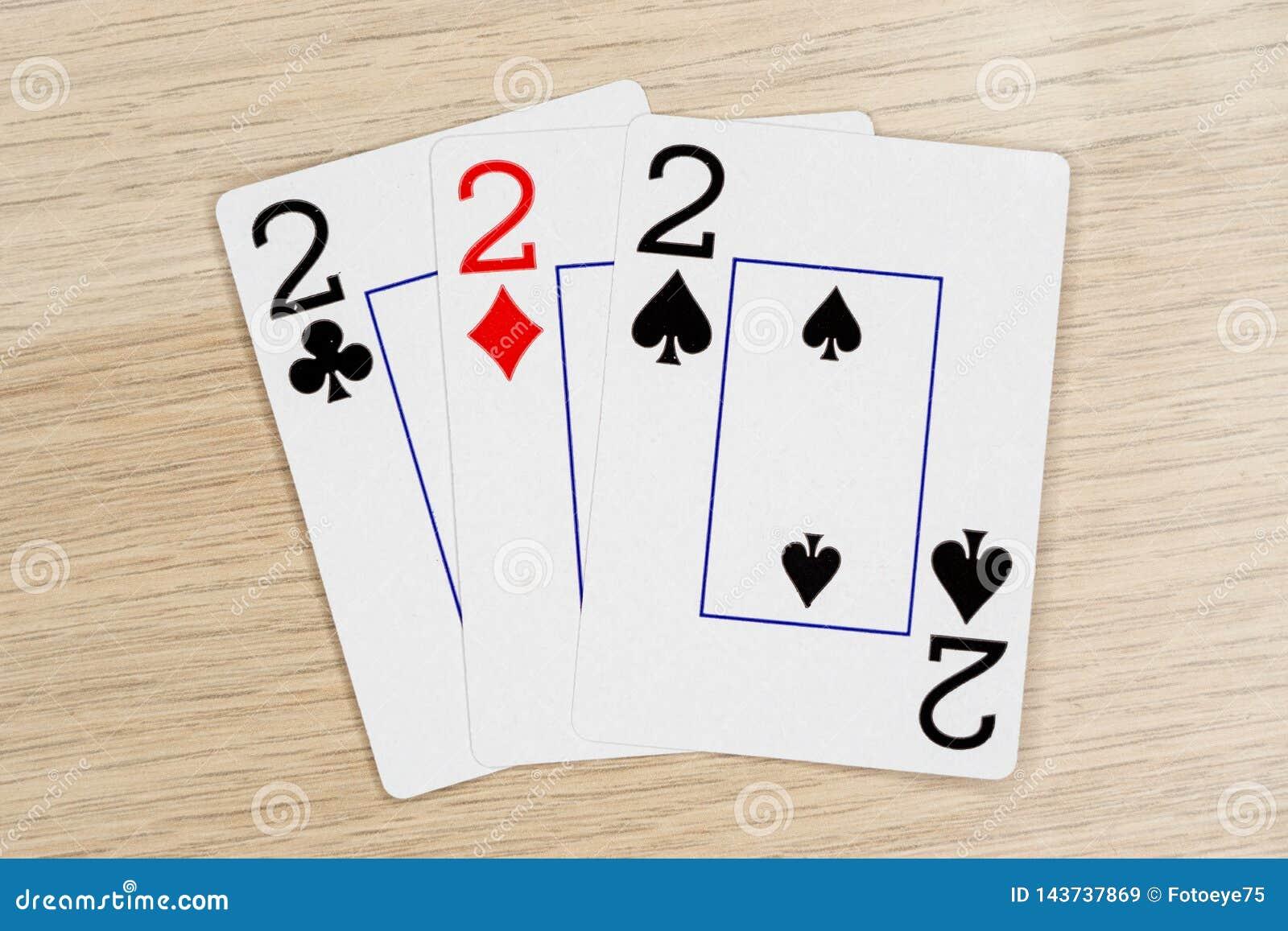 3 de una clase dos 2 - casino que juega tarjetas del póker