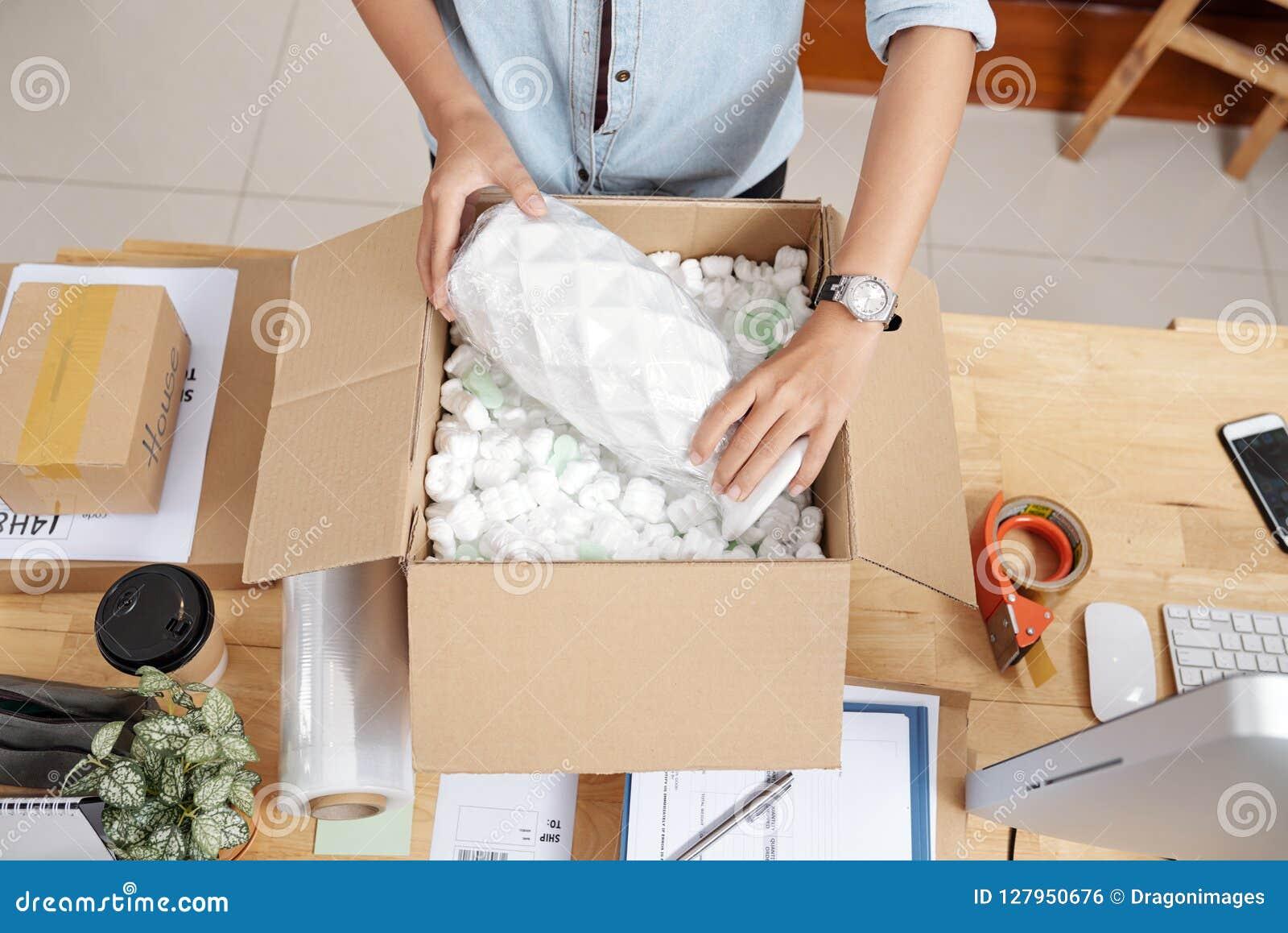 De vaas van de vrouwenverpakking