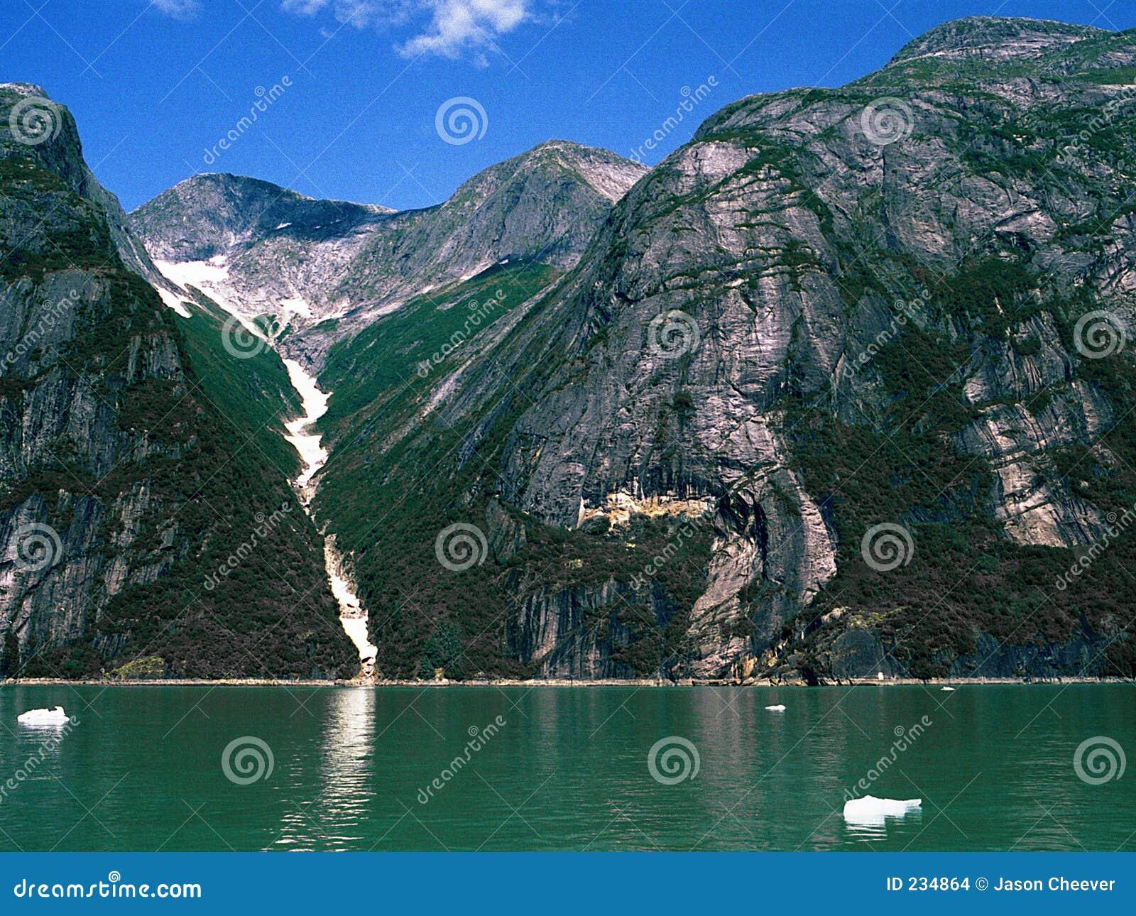 De Vallei en de Fjord van de berg
