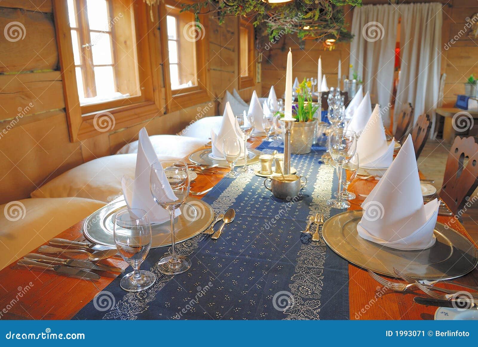 De vastgestelde decoratie van de eettafel stock afbeelding - Decoratie afbeelding ...