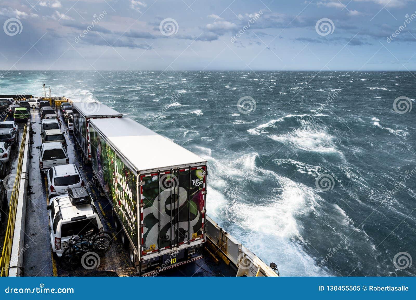De veerboot van Nieuw Zeeland kruising tussen het noorden en zuideneiland