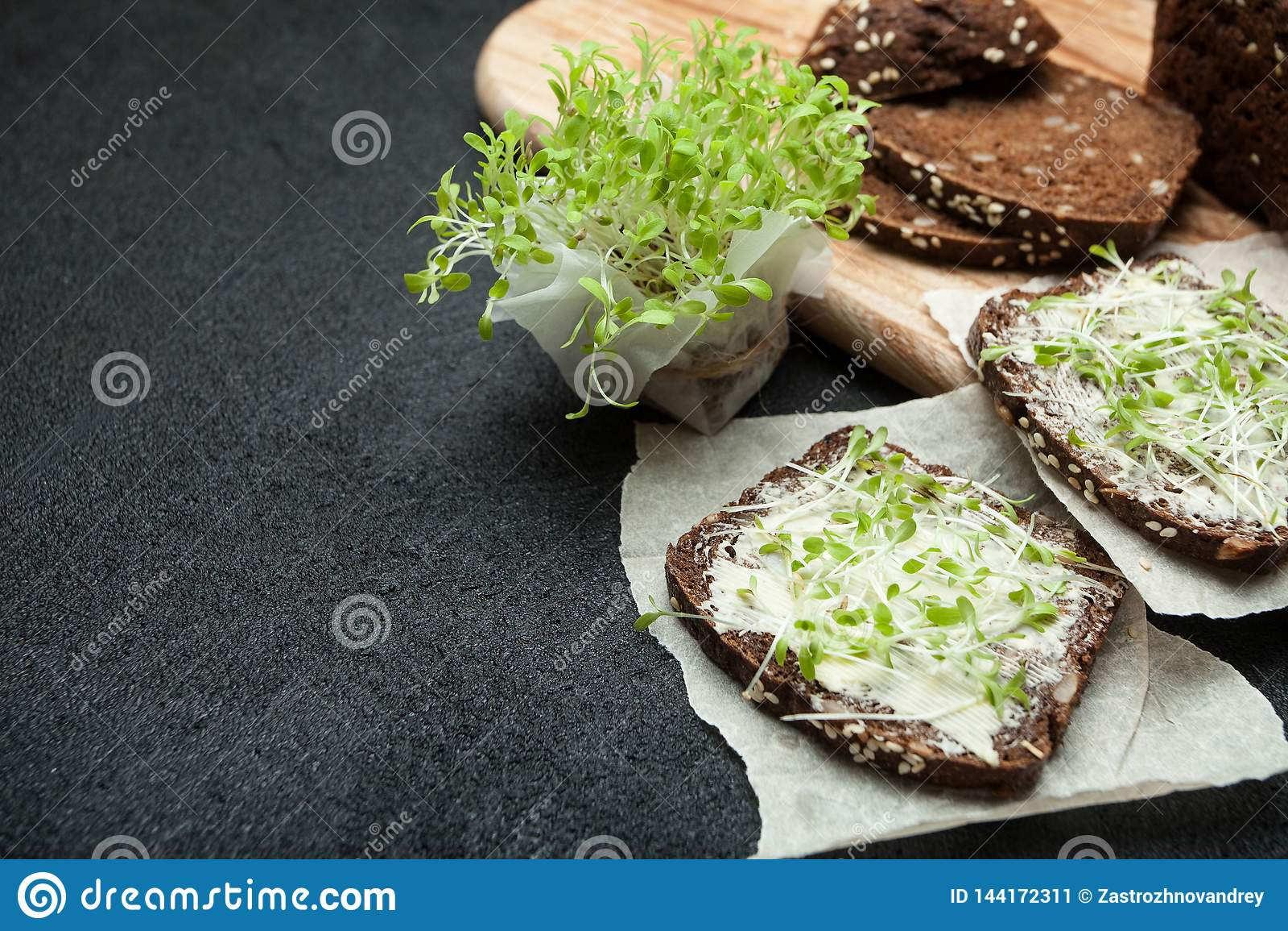 De vegetarische sandwiches van micro maakt groenten groen De ruimte van het exemplaar