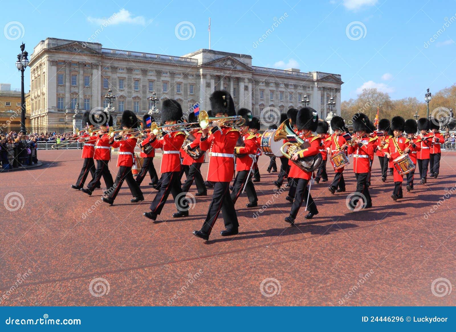 De verandering van de wacht in Buckingham Palace