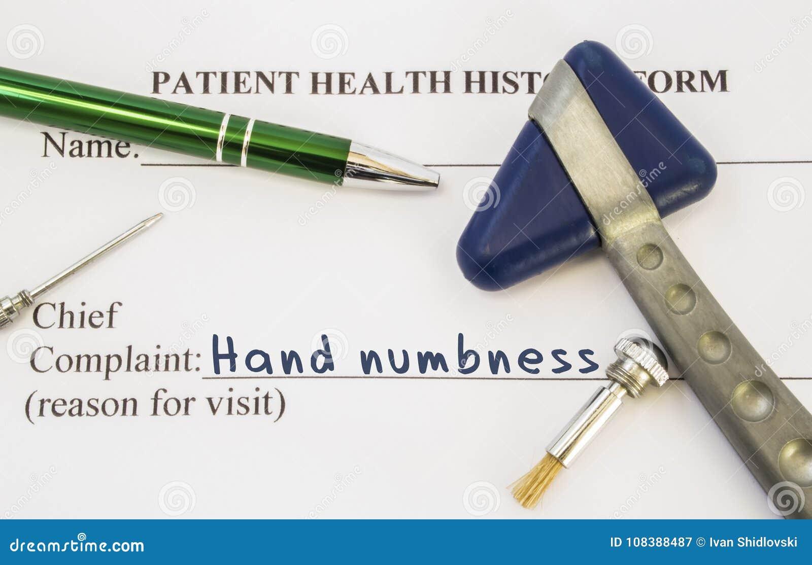 De verdoofdheid van de klachtenhand De geduldige die gezondheidsgeschiedenis is op lijst van neuroloog, die de verdoofdheid van d