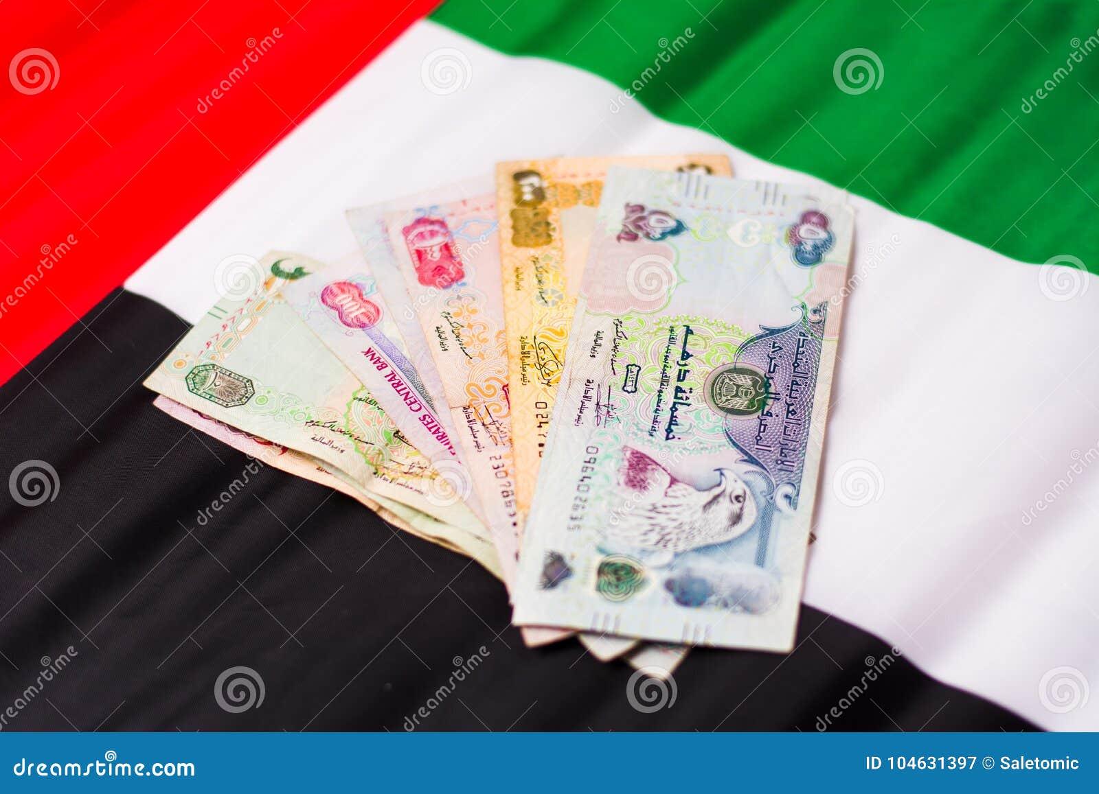Download De Verenigde Arabische Munt Van Emiraten Bovenop Vlag Stock Afbeelding - Afbeelding bestaande uit doubai, vlag: 104631397
