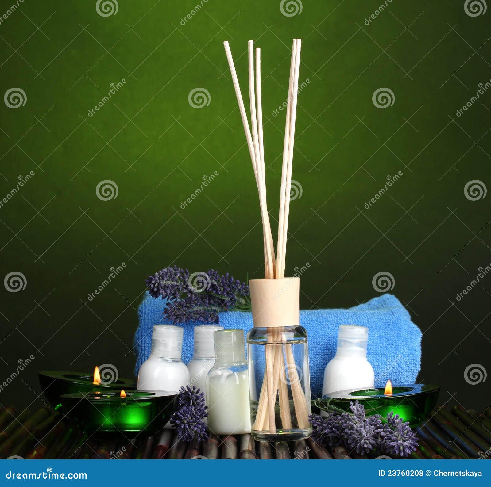 De verfrissing, de flessen, de handdoek en de kaarsen van de lucht