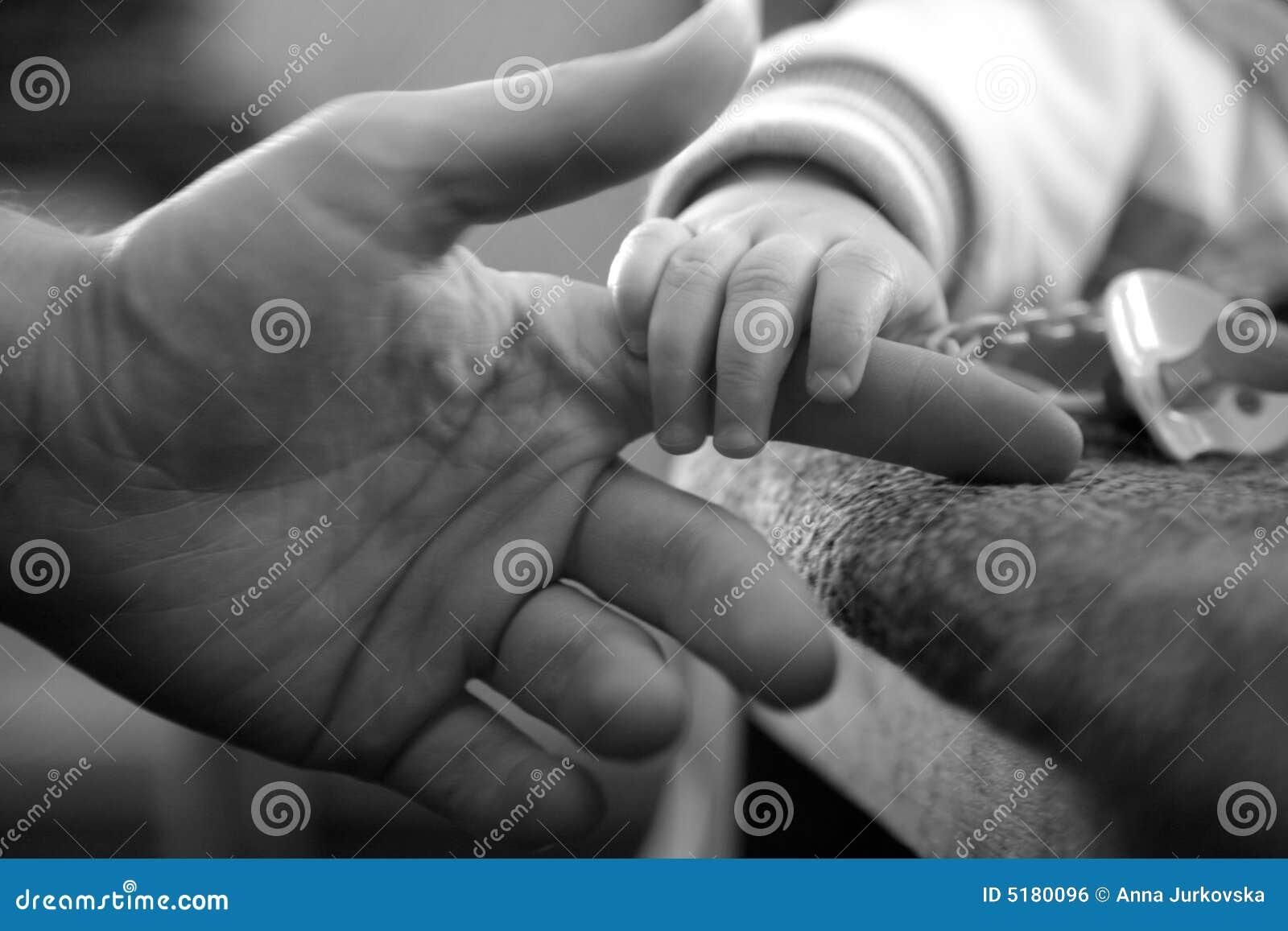De verhoudingen van de baby en van de vader