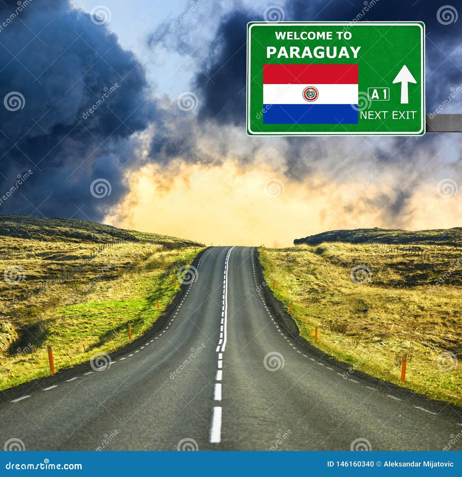 De verkeersteken van Paraguay tegen duidelijke blauwe hemel