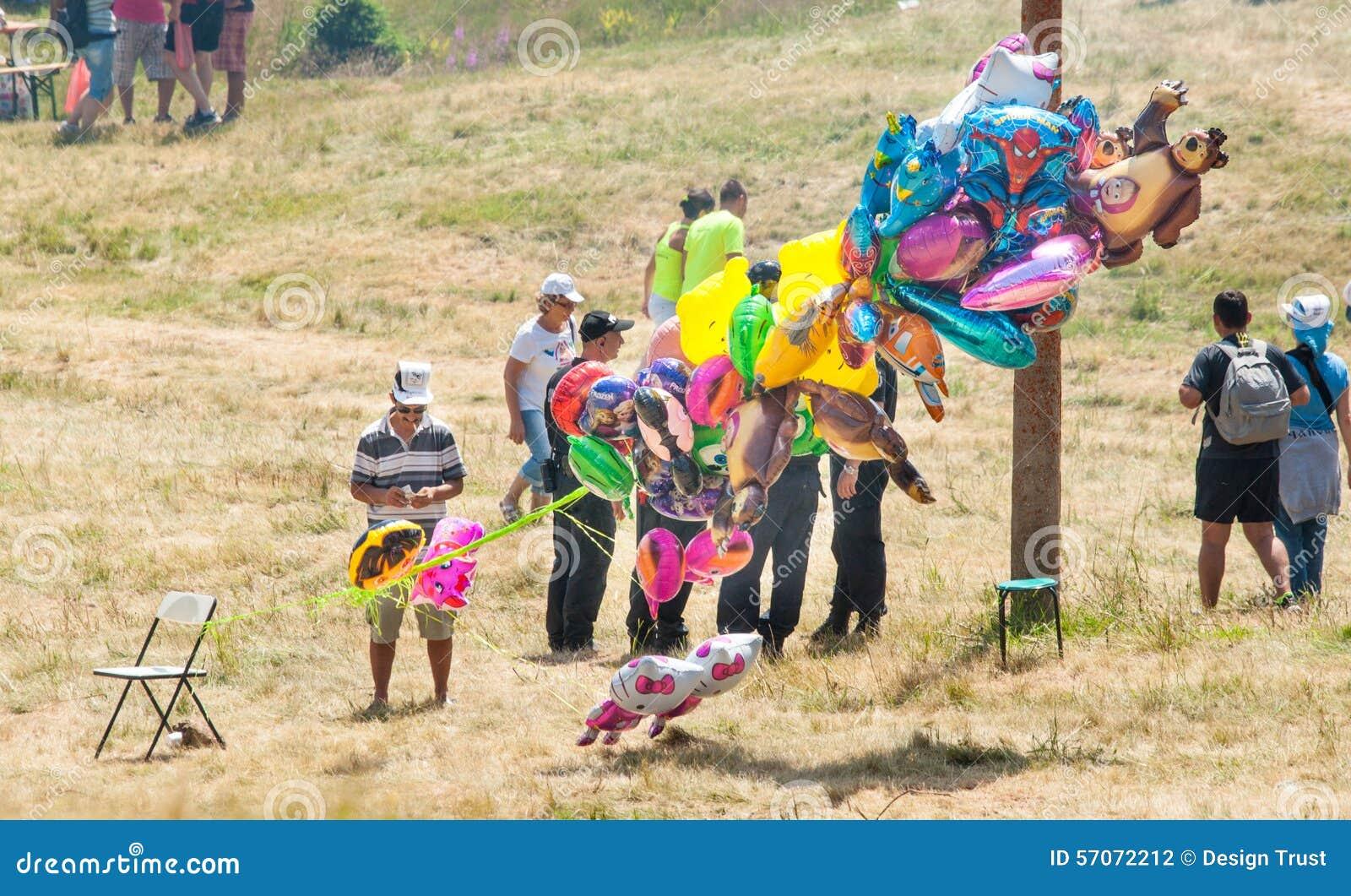 De verkoper van ballonsfestival van Rozhen 2015