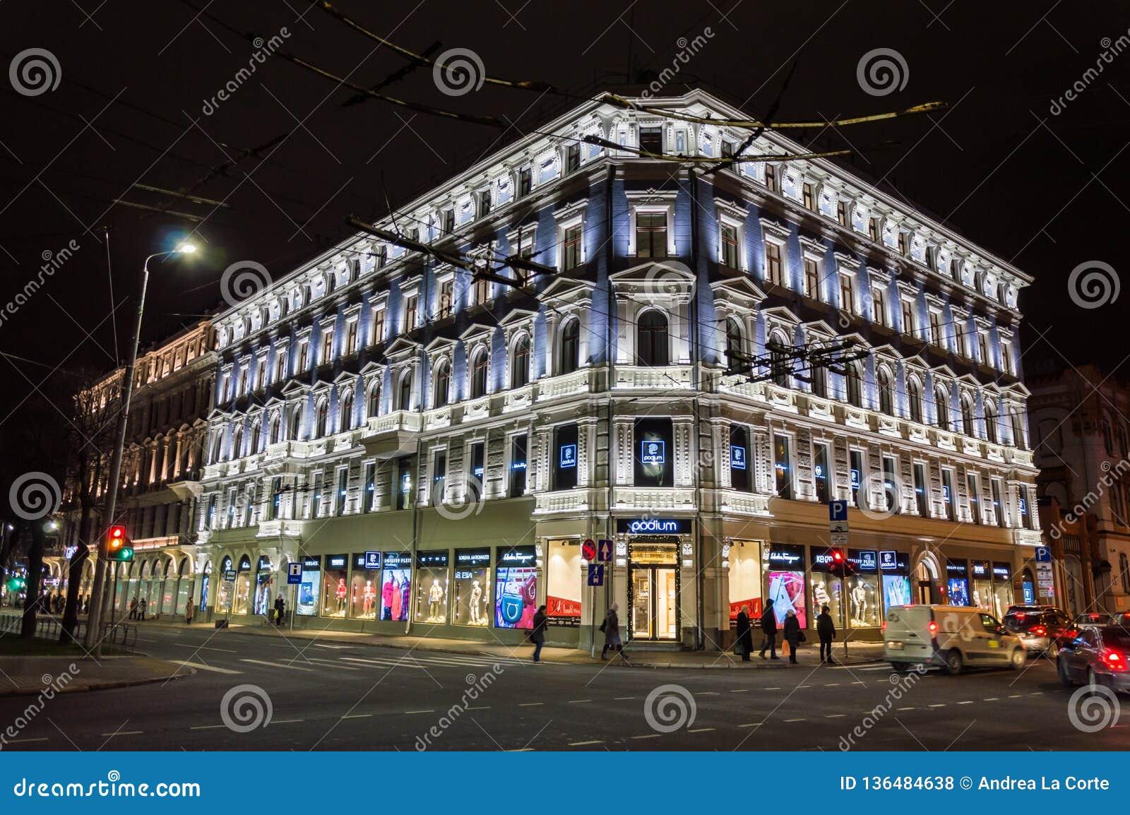De verlichte bouw in de oude stad van Riga Letland