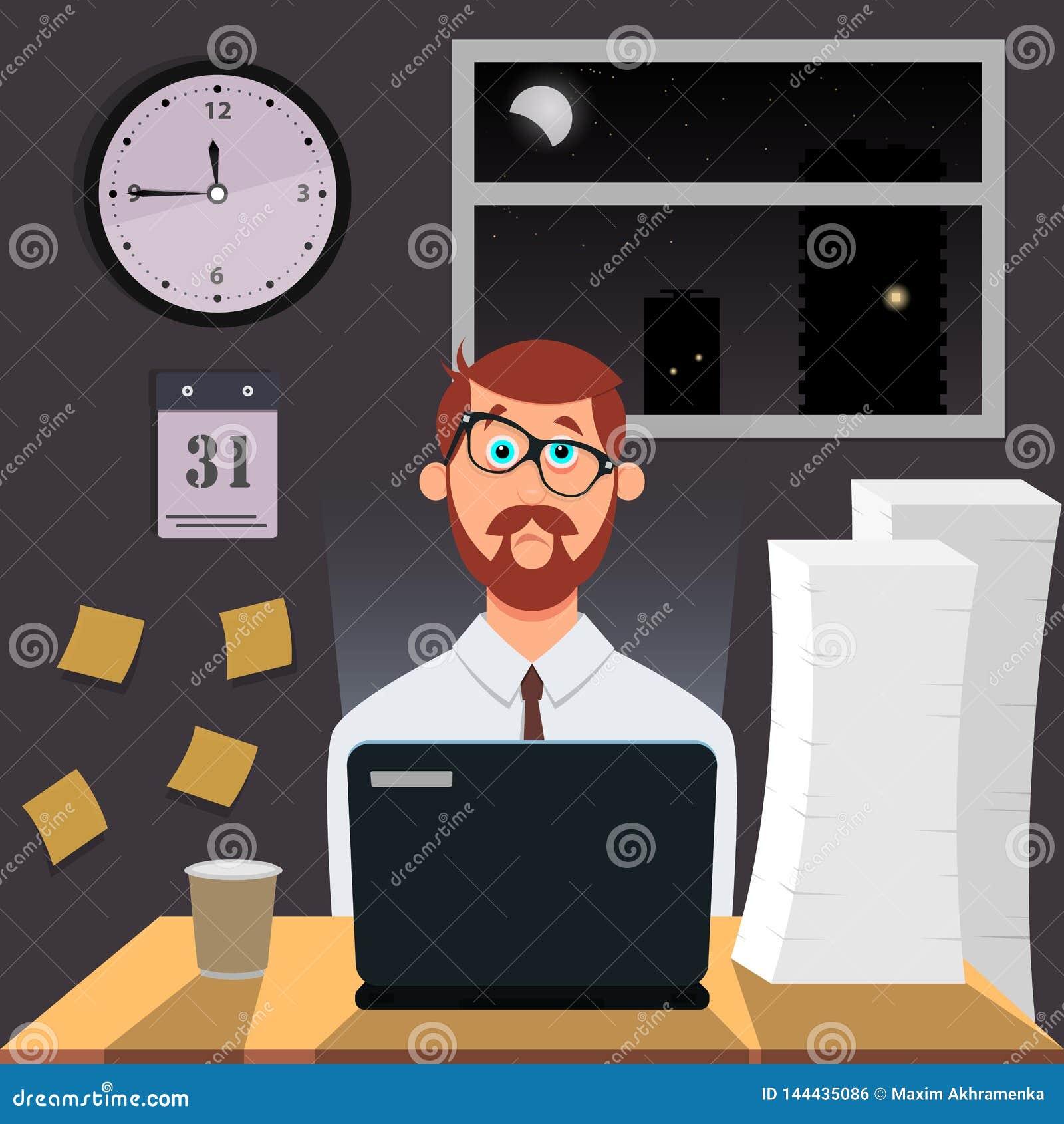 De vermoeide vermakelijke mensenwerken bij nacht op laptop Op de muur hang uren, kalender en stickers