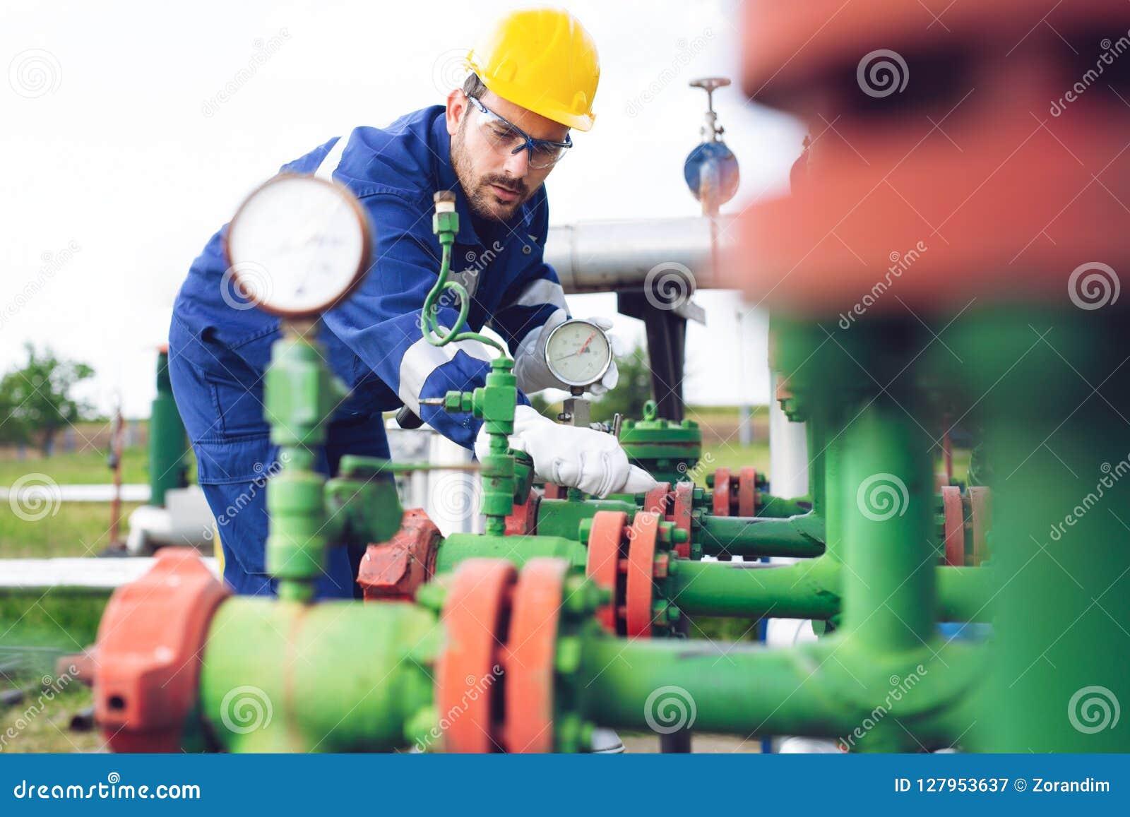 De verrichting van de exploitantopname van olie en gasproces bij olie en installatieinstallatie
