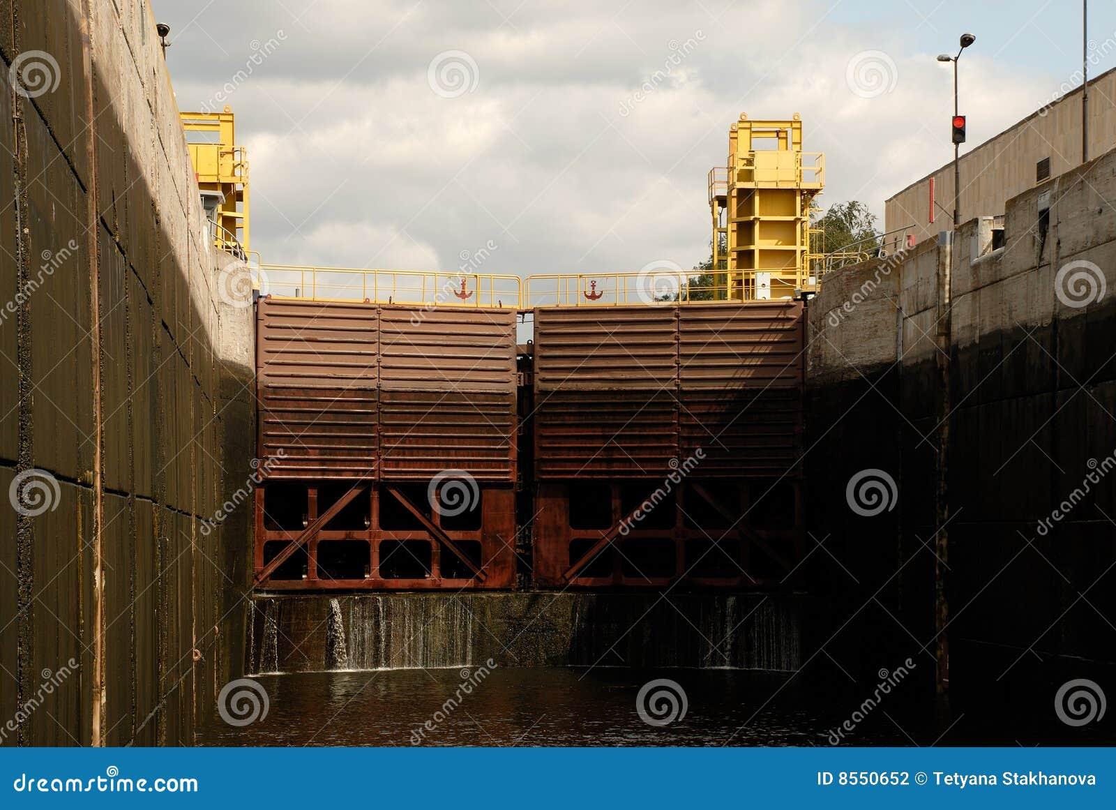 De verschepende poorten van de kamer van het slot stock fotografie afbeelding 8550652 - Kamer van water ...