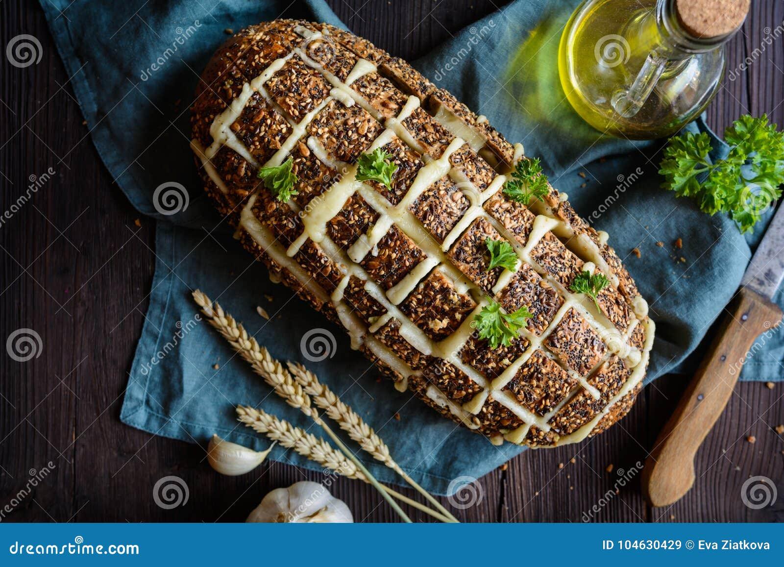 Download De Verse Trekkracht Paneert Apart Met Kaas En Knoflook Stock Afbeelding - Afbeelding bestaande uit eating, olie: 104630429