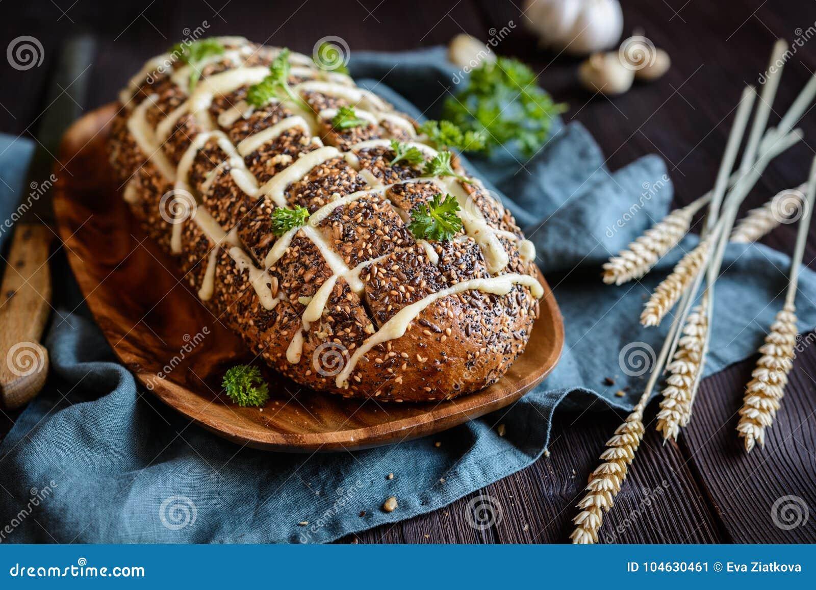 Download De Verse Trekkracht Paneert Apart Met Kaas En Knoflook Stock Afbeelding - Afbeelding bestaande uit recept, knoflook: 104630461
