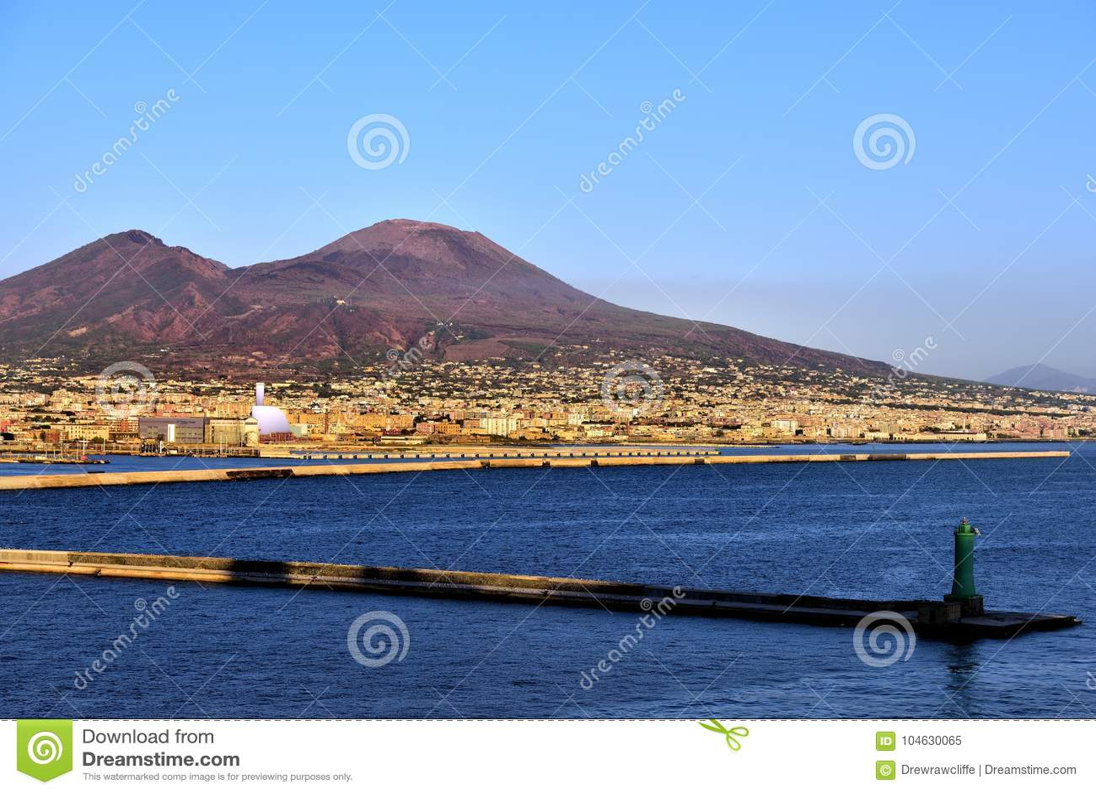 Download De Vesuvius en Napels stock afbeelding. Afbeelding bestaande uit zonsondergang - 104630065