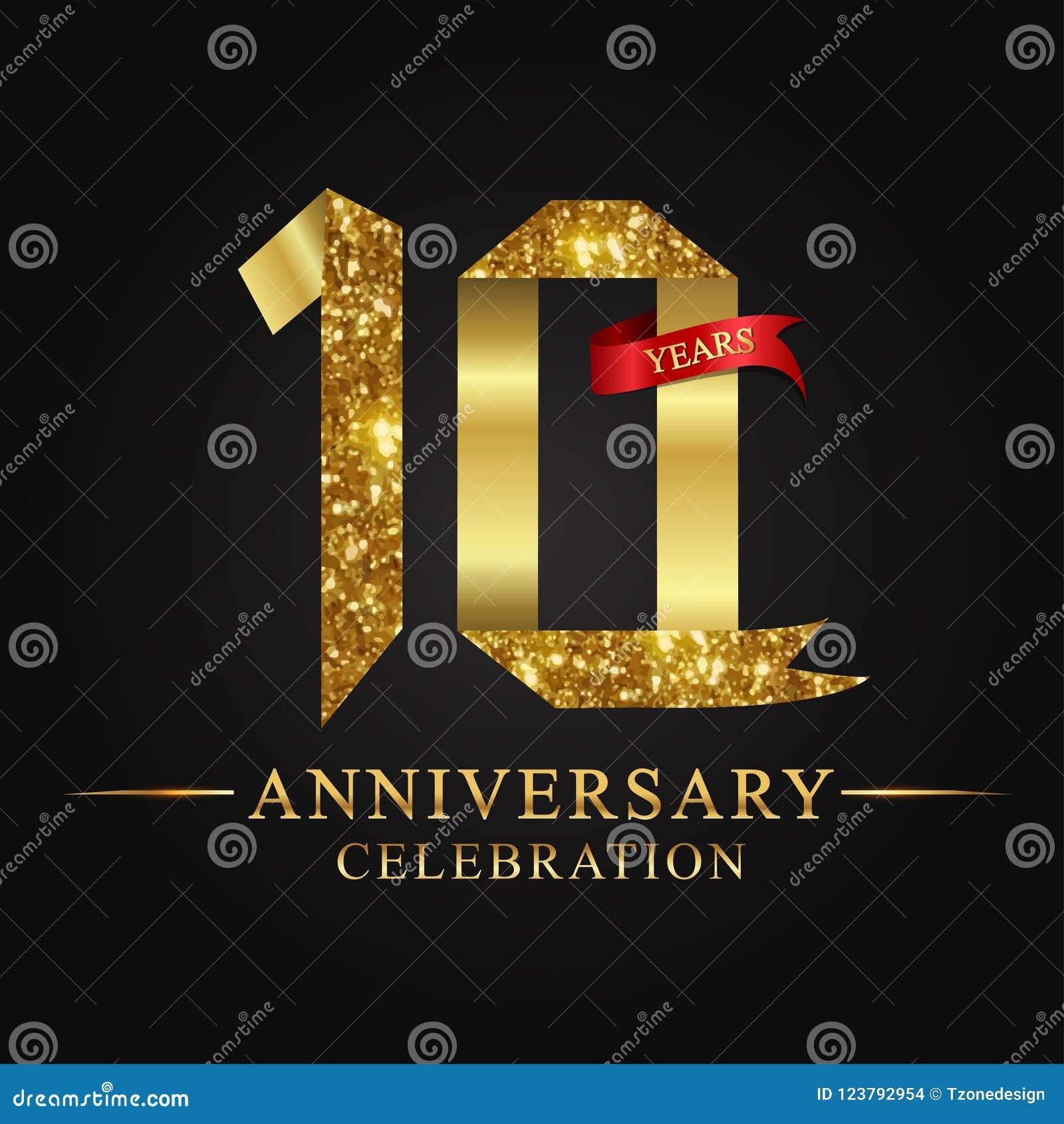 De 10de viering van verjaardagsjaren logotype Het gouden aantal van het embleemlint en rood lint op zwarte achtergrond