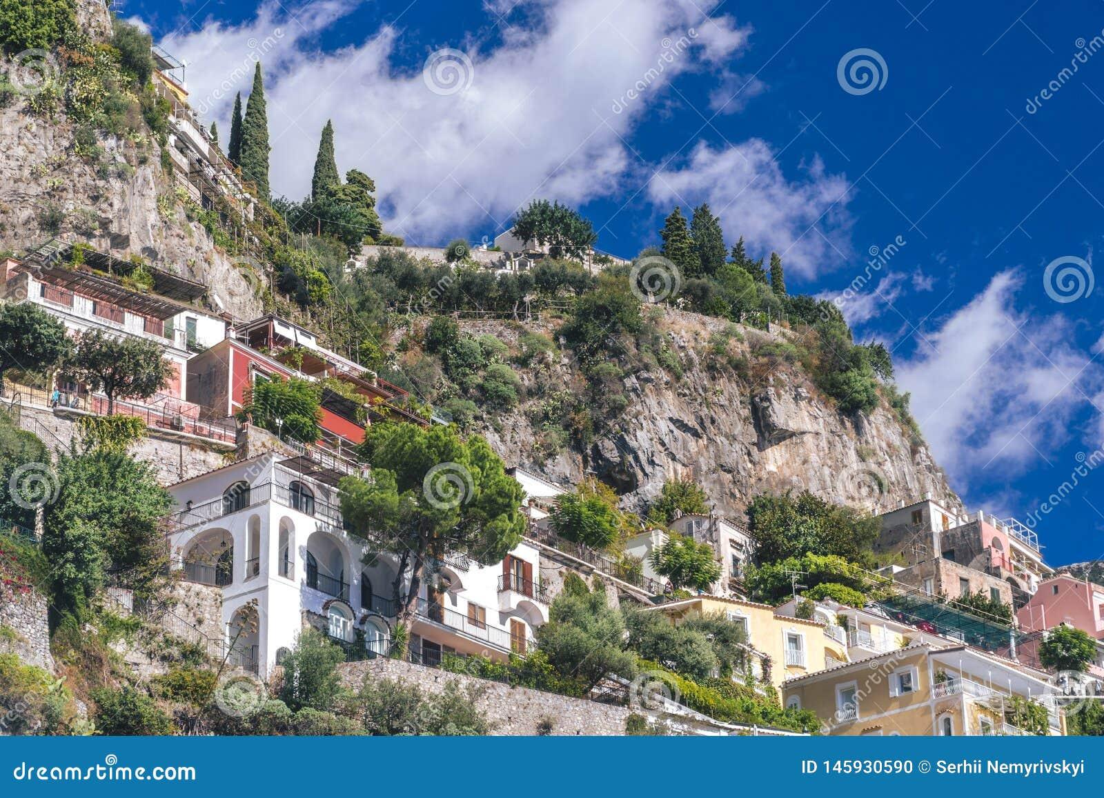 De villa s in Positano sluiten omhoog, stad in Thyrreense Zee, Amalfi kust, van Itali?, van het hotel en van de herberg concept,