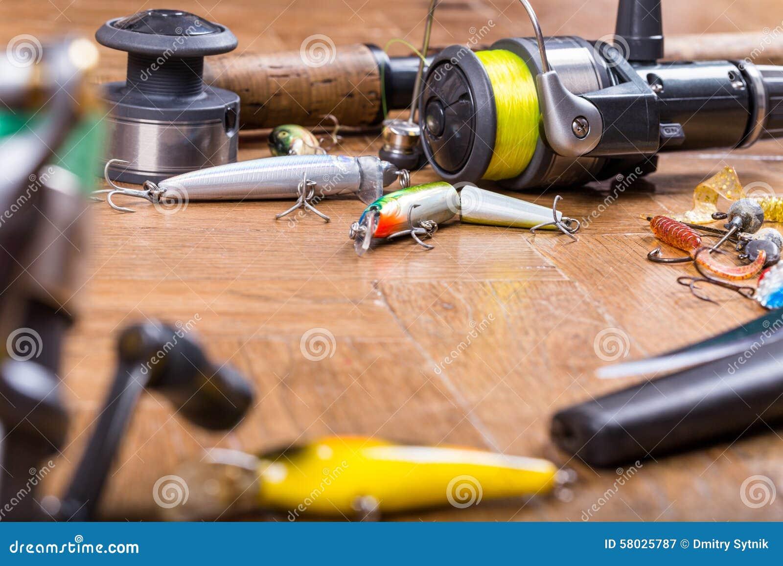 De visserij van aas wobbler, staaf, mes en spoel