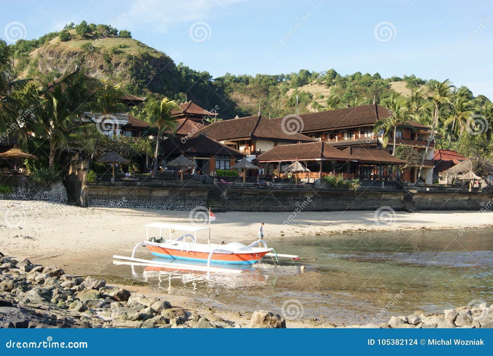 De visserij van Trimaran in Bali, Indonesië