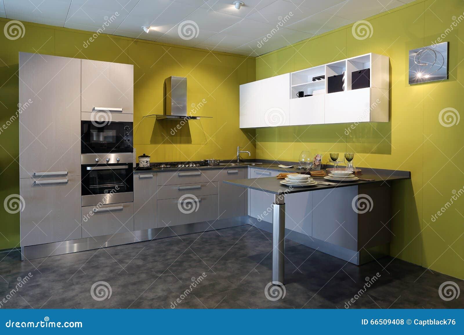 De Vista Completa De Uma Cozinha De A O Moderna Foto De Stock