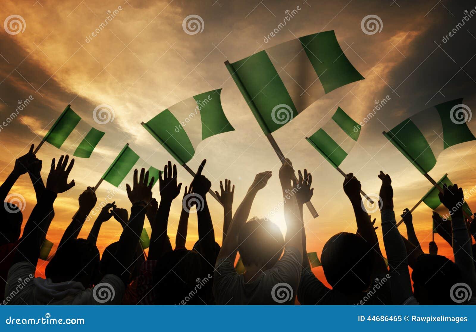 De Vlag van de mensenholding van Nigeria in Achterlit