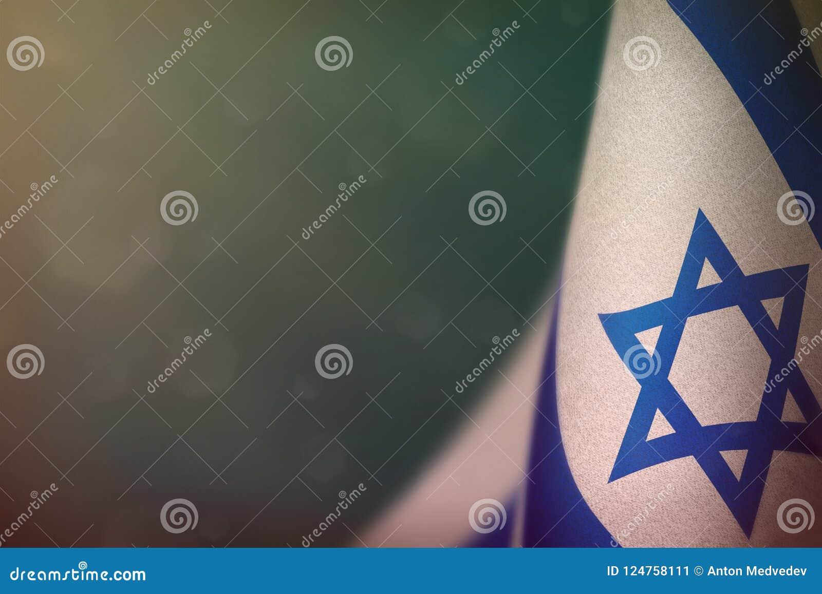 De vlag van Israël voor eer van veteranendag of herdenkingsdag Glorie aan de helden van Israël van oorlogsconcept op lichtblauw d