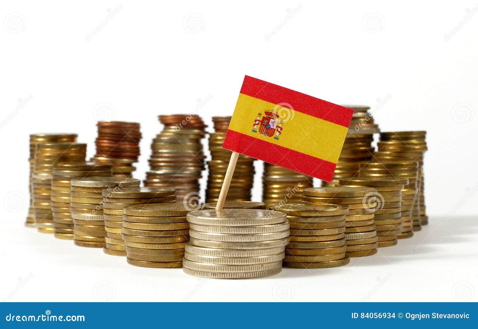 De vlag van Spanje met stapel geldmuntstukken