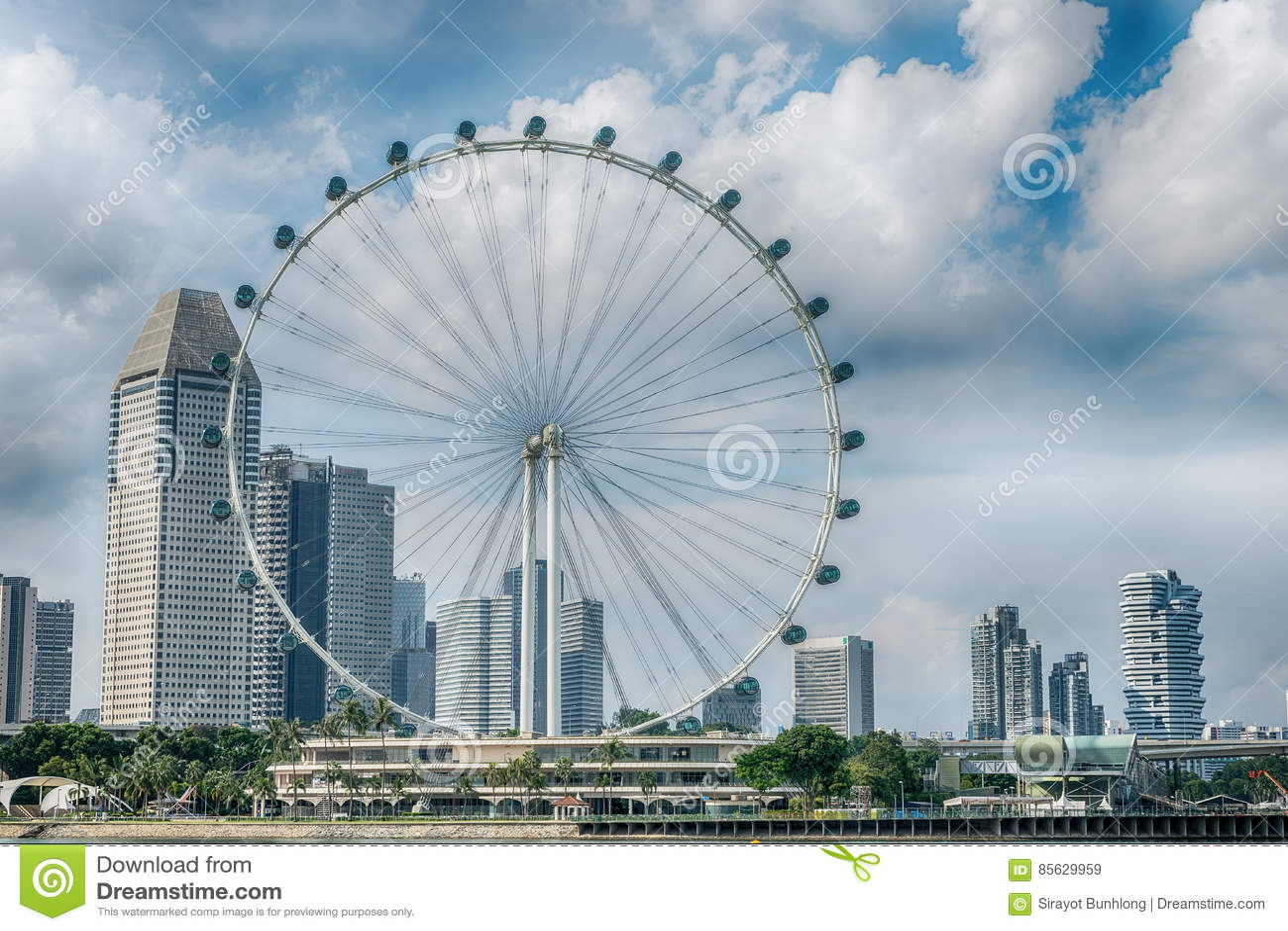 De Vlieger van Singapore het reuzeferriswiel in Singapore