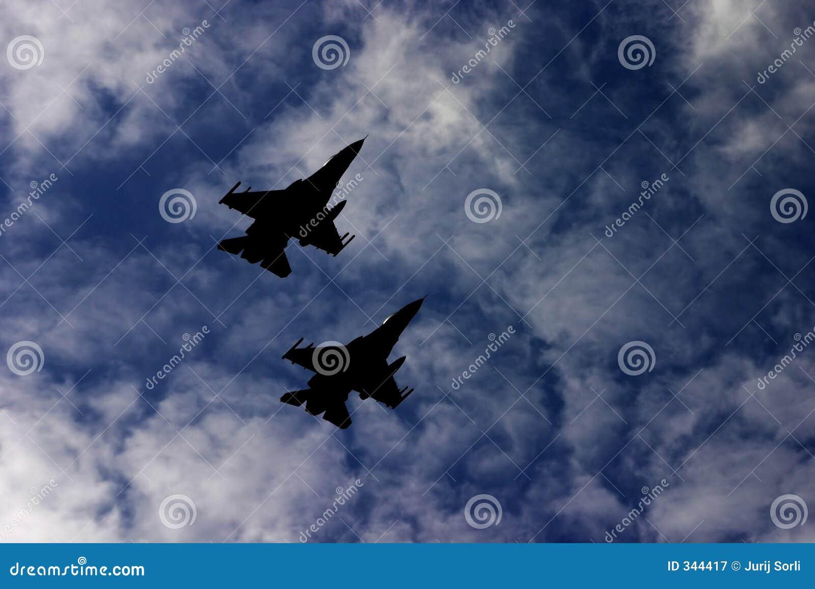 De vliegtuigen van de aanval