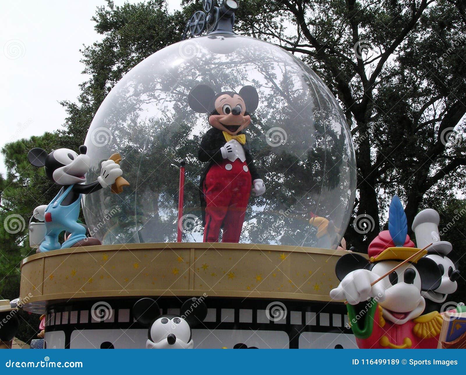 De Vlotter van de Parade van Mickey Mouse in de Wereld van Disney