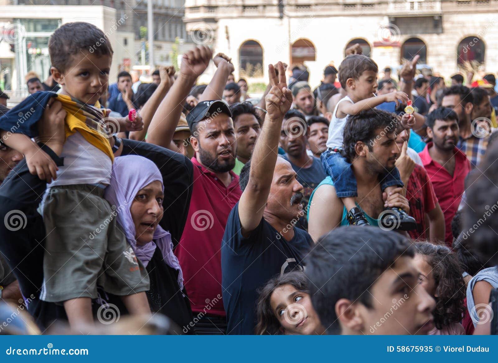 De vluchtelingen protesteren bij Keleti-station in Boedapest