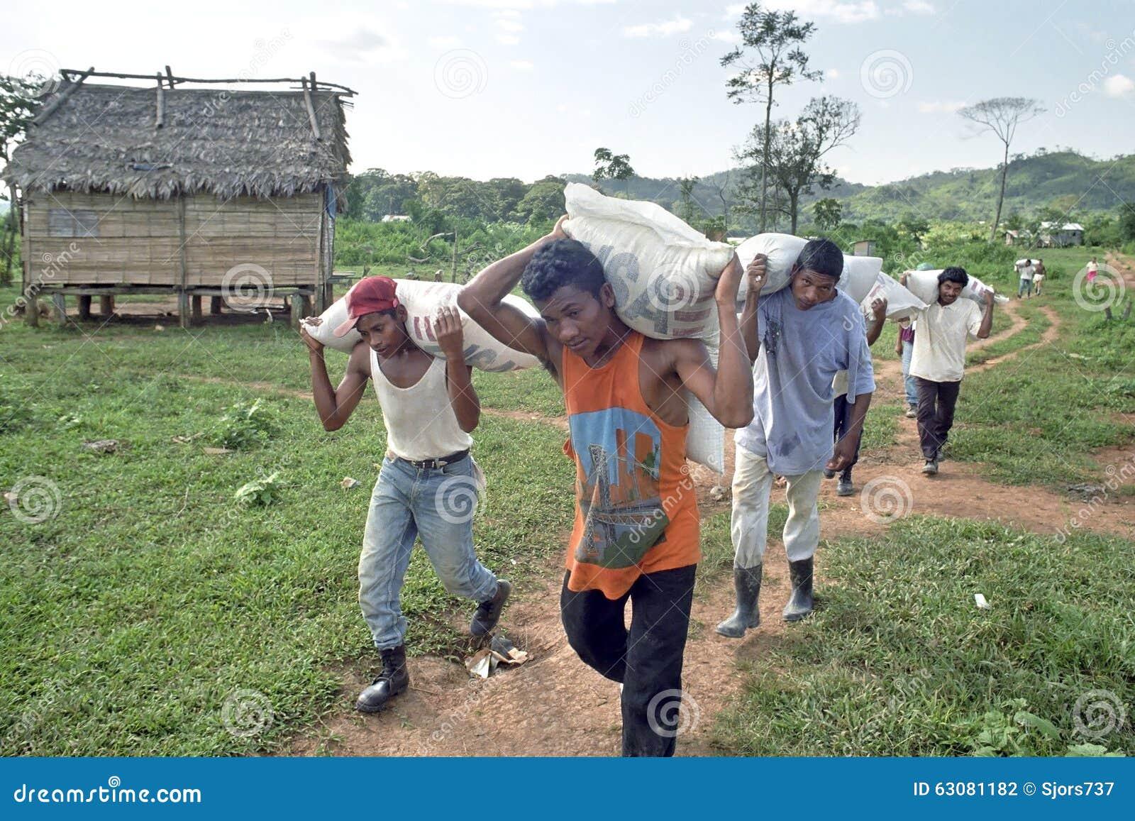 De voedselhulp van de V.S. voor Nicaraguan Indiërs